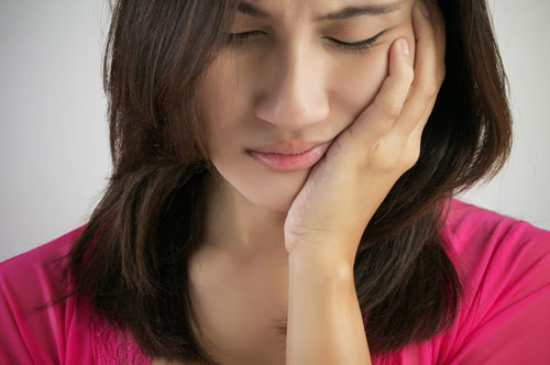 Young Lady Suffering from Extreme Dental Pain | Friendly Smiles Center in Mount Laurel, NJ - Dr. Robert Chase